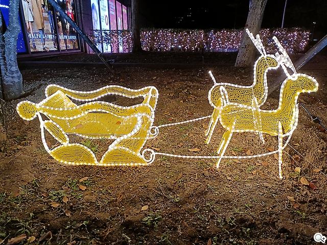 Reno5 Pro 麋鹿燈飾