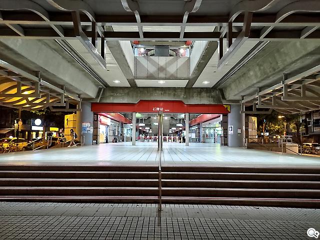 Zenfone 8 車站