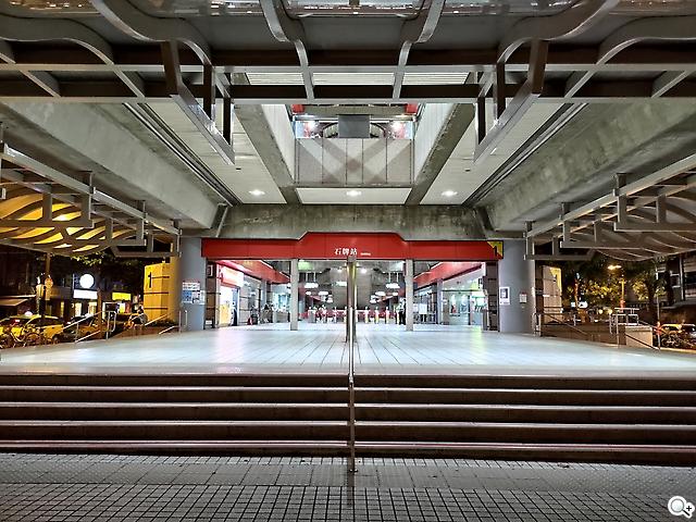 Zenfone 8 Flip 車站