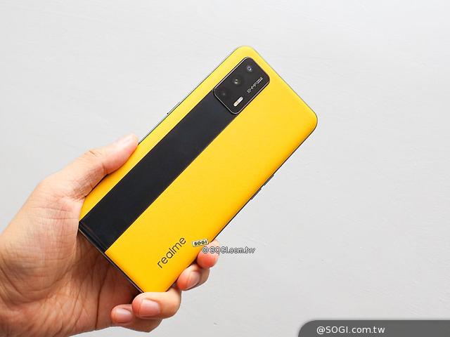 黑黃撞色設計